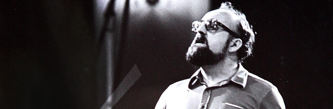 Katowice, 1.06.1974, Krzysztof Penderecki podczas próby do koncertu. Pierwszy w Polsce jego koncertowy występ jako dyrygenta. W programie m.in. jego I Symfonia