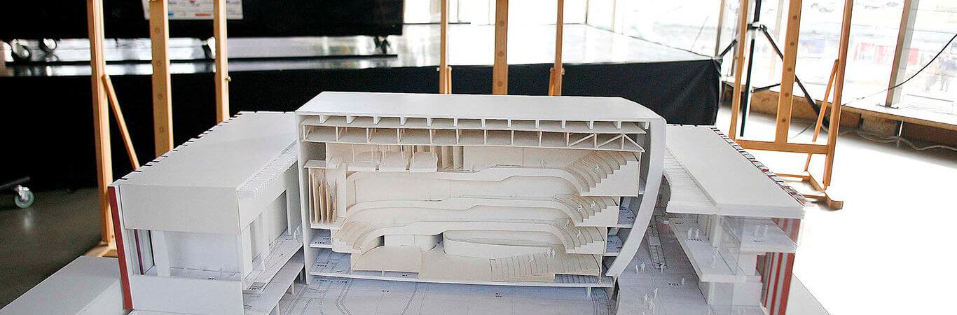 Katowice, Rondo Sztuki, 16.09.2009, prezentacja wizualizacji, plansz i makiety nowej siedziby NOSPR. Autorem projektu jest pracownia Konior Studio