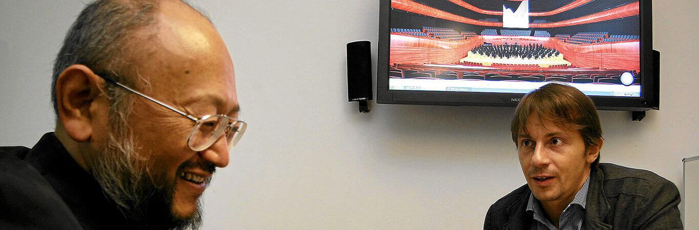 Katowice, 8.09.2010, Yasuhisa Toyota, jeden z szefów japońskiej firmy Nagata Acoustics, oraz autor projektu nowej sali koncertowej NOSPR architekt Tomasz Konior podczas jednego ze spotkań