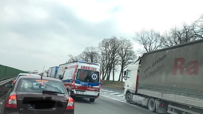 3c1de08ee2e40 Groźny wypadek na autostradzie A4 pod Wrocławiem. Godne pochwały zachowanie  kierowców