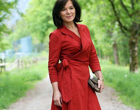 6b05ead188 Moda dla dojrzałych kobiet wcale nie musi być nudna - te stylizacje ...