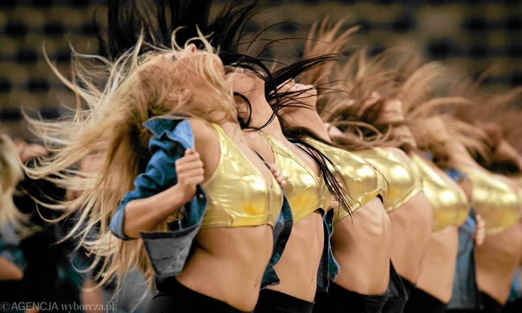 Cheerleaderki z Gdyni podczas finałów Mistrzostw Europy kobiet w koszykówce w Atlas Arenie