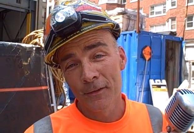 Gary Russo, śpiewający budowniczy
