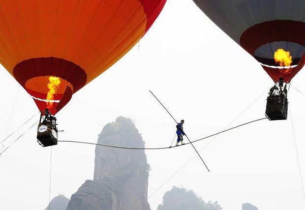 Saimaiti Aishan bije rekord Chin w wysokości chodzenia po linie