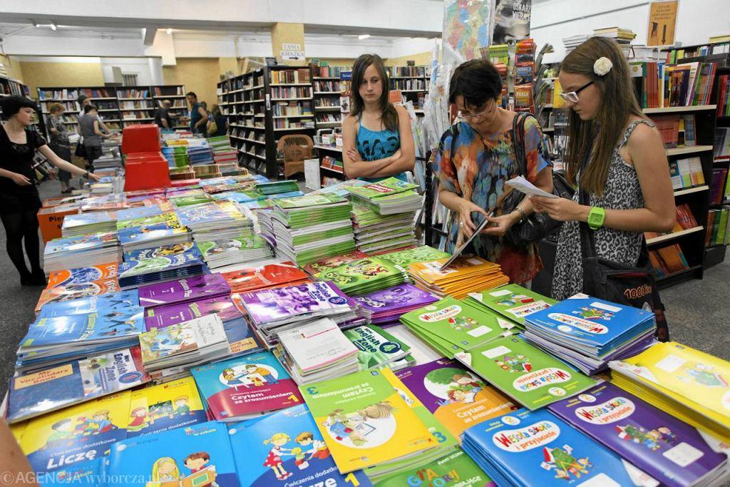 Sprzedaż książek w ubiegłym roku spadła w Polsce o 8 procent