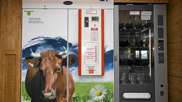 Jeden z coraz popularniejszych w Polsce mlekomatów...
