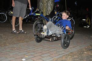 Najmłodszy poziomkowicz w Polsce, na dopiero co złożonym rowerze.