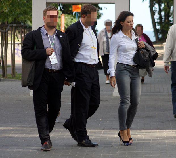 Zdjęcie numer 14 w galerii - Kinga Rusin w Sopocie. Zbyt OBCISŁE dżinsy? [ZDJĘCIA]