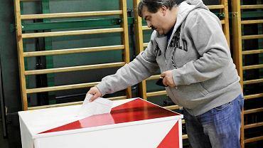 Wojciech Wiśniewski ze Stowarzyszenia Kibiców Legii Warszawa głosował w lokalu nr 295 na Deotymy