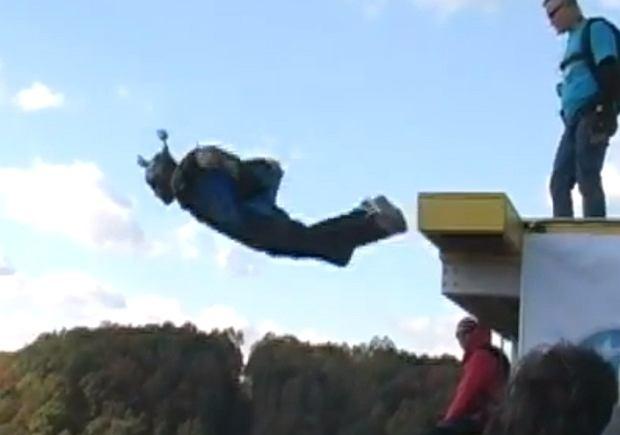 Christopher Brewer - BASE jumper z Florydy - skakał w czasie Bridge Day w Fayetteville. Nie otworzył mu się spadochron.