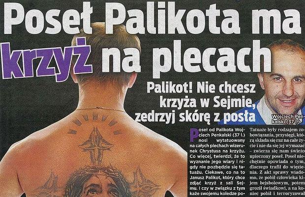 Wojciech Penkalski i krzyż na plecach.