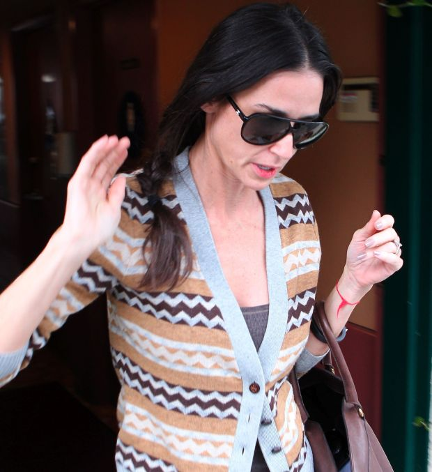 Demi Moore leaving beauty salon looks very skinny drinking energy drink after tweet by husband Ashton Kutcher supporting Penn State Coach Joe Paterno accused of cover up in sex abused scandal    Nov 9, 2011 X17online.com  *** Local Caption ***  Demi Moore