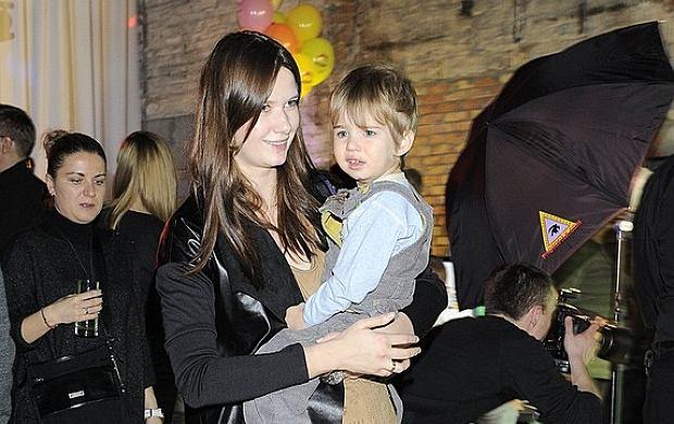3 grudnia odbyła się impreza inaugurująca powstanie nowej telewizji dla dzieci - Teletoon. Prowadząca program 'Gwiazdy na Dywaniku', Karolina Malinowska przyszła z 3-letnim synkiem Fryderykiem. Chłopiec jest owocem związku Malinowskiej z Olivierem Janiakiem.