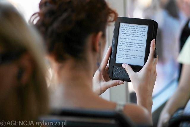E-booki, tak jak zwykłe książki, można czytać wszędzie