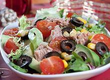 Sałatka z tuńczykiem i oliwkami - ugotuj