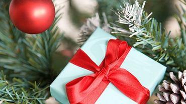 Świąteczne prezenty pod choinką