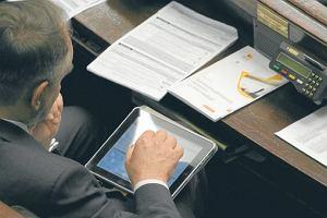 Sejm chce kupić 500 tabletów. W ramach oszczędności
