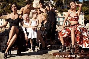 47-letnia Monica Bellucci, jedna z najpiękniejszych włoskich aktorek, wzięła udział w najnowszej wiosenno-letniej kampanii domu mody Dolce&Gabbana. Zdjęcia Mariano Vivanco, inspirowane są włoską kinematografią, a pełna kobiecości Bellucci, wciela się w postać matrony rodem z Ojca chrzestnego. Wygląda niesamowicie seksownie i zmysłowo. Pomyślelibyście, że ona ma prawie 50 lat!?  A Wam, jak się podoba w tej wersji?
