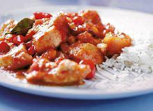 Kurczak z pomidorami, morelami i imbirem - ugotuj
