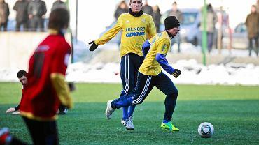 Mecz Arki Gdynia (żółte stroje) zagrają w sobotę z Chojniczanką