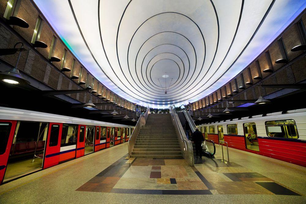 Polska i Polacy oczami obcokrajowców. Warszawa - stacja metra Plac Wilsona / fot. Shutterstock