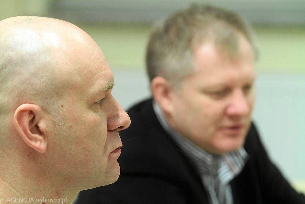Trener PC/SIDEN Toruń Jarosław Zyskowski (z lewej) na konferencji prasowej. Obok prezes klubu Piotr Barański.