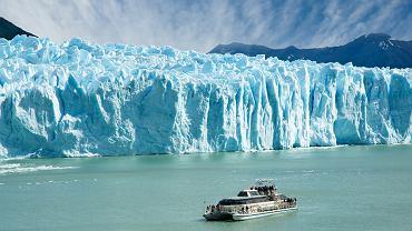 Perito Moreno, Patagonia, Argentyna. Lodowiec Perito Moreno można podziwiać w Patagonii, w parku Los Glaciares na południowym krańcu Argentyny. Lodowiec ma wielkość Buenos Aires, a miejscami wysokość 24-piętrowego wieżowca!