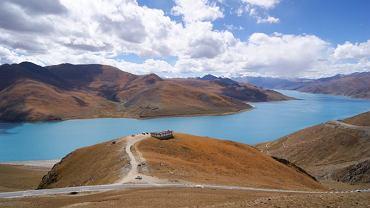 Tybet. Widok na jezioro Yamdrok