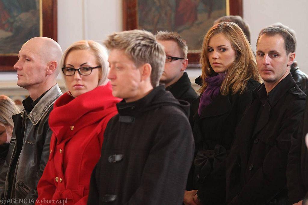 Ryan Sullivan (z prawej) z żoną Pauliną w kościele w Górsku podczas mszy żużlowców