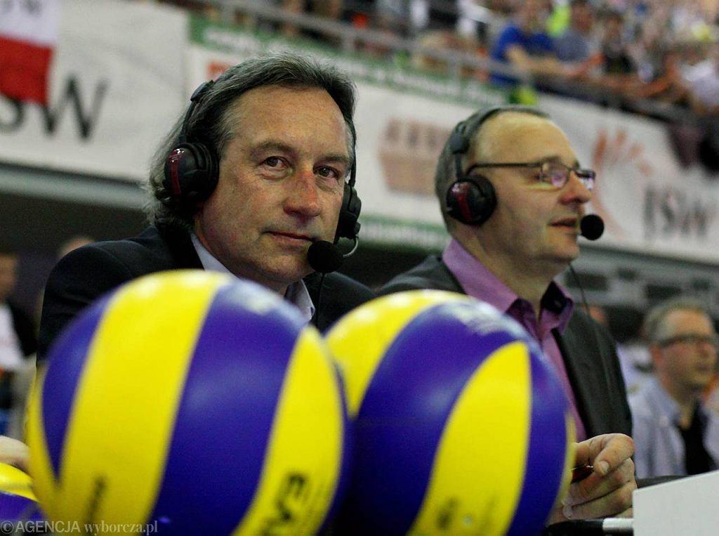 Mistrz olimpijski w siatkówce Tomasz Wójtowicz (z lewej)jest komentatorem TV Polsat
