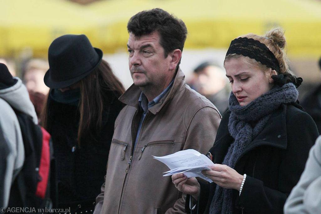 Kraków. Piotr Radwański, najpewniej z córką Agnieszką, podczas białoczerwonego-marszu