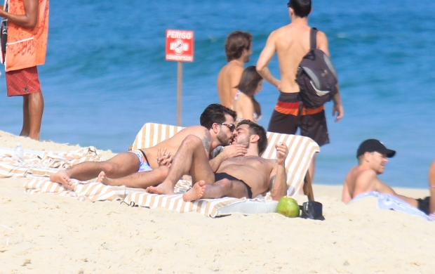 Rio de Janeiro, Brazil - Designer Marc Jacobs spend the day with his new boyfriend, brazilian porn star Harry Louis enjoying the beautiful brazilian weather at Ipanema Beach.      AKM-GSI           April 09, 2012      To License These Photos, Please Contact :    Steve Ginsburg  (310) 505-8447  (323) 4239397  steve@ginsburgspalyinc.com  sales@ginsburgspalyinc.com    or    Keith Stockwell  (310) 261-8649  (323) 325-8055   keith@ginsburgspalyinc.com  ginsburgspalyinc@gmail.com    or    Thaissa Kantif Voigt  (310) 619-0000  thaissa.voigt@akmimages.net       *** Local Caption ***  Marc Jacobs and Harry Louis