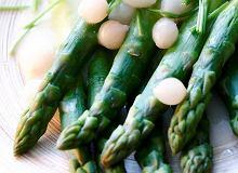 Szparagi w sosie cebulowym - ugotuj