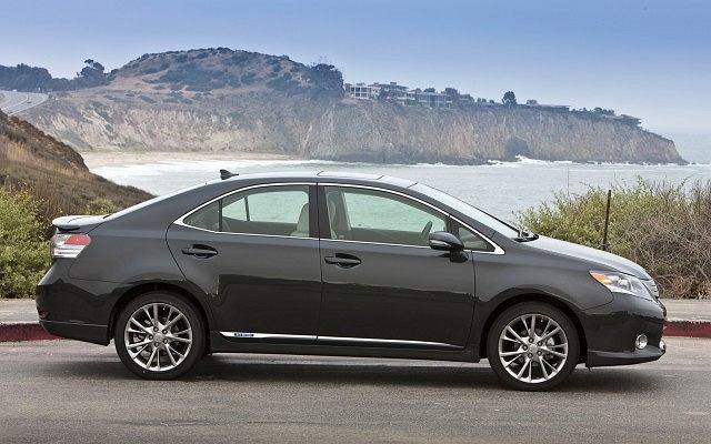 Toyota USA ma w swojej ofercie 6 hybryd, Lexus 5 takich modeli. Na zdj. Lexus HS