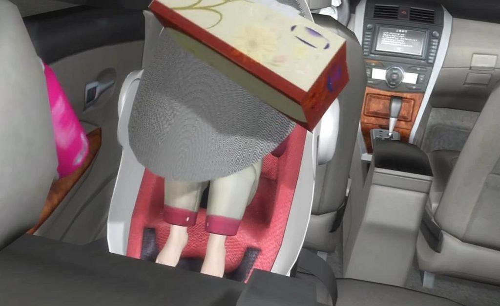 Fotelik dla dziecka, który owija pasażera kevlarem