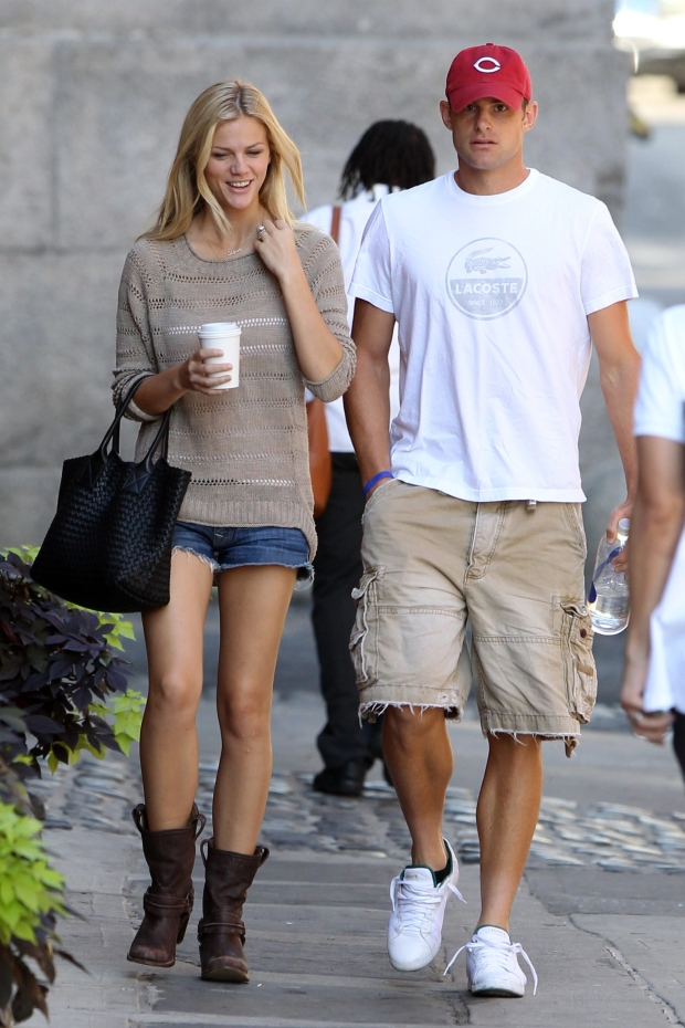NEW YORK CITY - AUGUST 30: American tennis player Andy Roddick grabs an early morning coffee with his wife supermodel and actress Brooklyn Decker, wearing short jeans, cashmere sweater, work boots and a LOVE necklace, on his 28th Birthday before playing in the U.S. Open on August 30, 2010 in New York City, New York. Andy and Brooklyn stop to pet a neighbor's bulldog.  (Photos by Christopher Peterson/BuzzFoto.com)    Buzz Foto LLC  http://www.buzzfoto.com/  1112 Montana Ave Suite 80  Santa Monica CA 90403  1 310 441 4464  1 310 980 8822  1 310 691 3888 *** Local Caption *** Andy Roddick, Brooklyn Decker