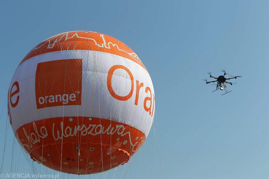 Balon Orange nad Stadionem Narodowym w Warszawie