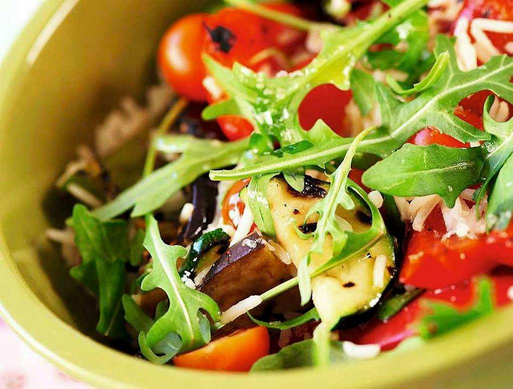 Sałatka ryżowa z grillowanymi warzywami