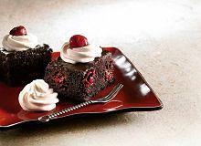 Ciasto czekoladowe z wiśniami i ganaszem czekoladowym - ugotuj