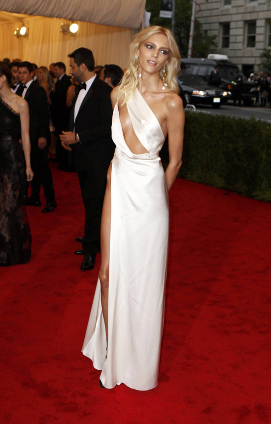 """Model Anja Rubik of Poland arrives at the Metropolitan Museum of Art Costume Institute Benefit celebrating the opening of the """"Schiaparelli and Prada: Impossible Conversations"""" exhibition in New York, May 7, 2012.  REUTERS/Lucas Jackson (UNITED STATES  - Tags: ENTERTAINMENT FASHION)"""