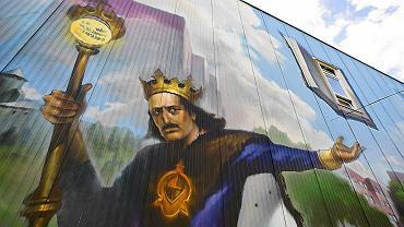 Król Władysław Jagiełło na olbrzymim muralu na osiedlu swojego imienia