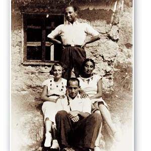 Zuzanna Ginczanka z przyjaciółmi. Po lewej - Lidka Nogid (obecnie Versano), z tyłu - Izaak Paweł Gasko. Nie wiemy, kim jest mężczyzna na pierwszym planie. Równe, sierpień 1934 r.