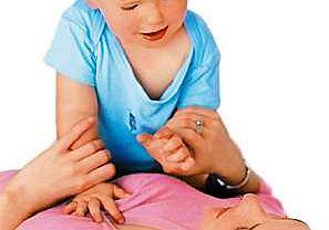 W tym trudnym okresie staraj się okazywać dziecku jak najwięcej czułości