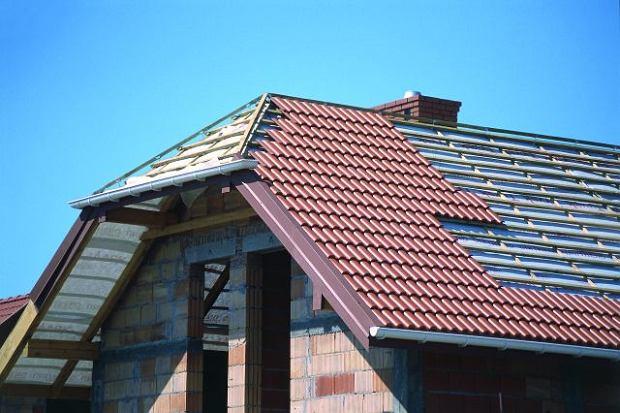 Jak zabezpieczyć dach przed deszczem?