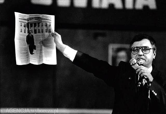 Przybysz z Peru Stan Tymiński w 1990 roku kandydował na prezydenta RP i niespodziewanie wszedł do drugiej tury wyborów, pokonując premiera Tadeusza Mazowieckiego.