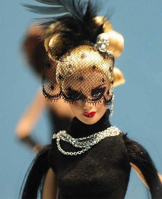 Lalka Barbie od zawsze była zabawkarskim odzwierciedleniem kobiecości. W tych niesamowitych strojach zwykła zabawka staje się czymś więcej...