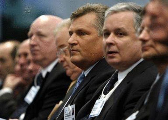 Aleksander Kwaśniewski i Lech Kaczyński AP/MARKUS SCHREIBER