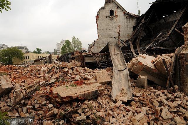 06.05.2009. Nielegalne burzenie zabytkowej parowozowni na Pradze