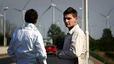 Tomasz i Ryszard G. na moście łączącym Wolin ze światem