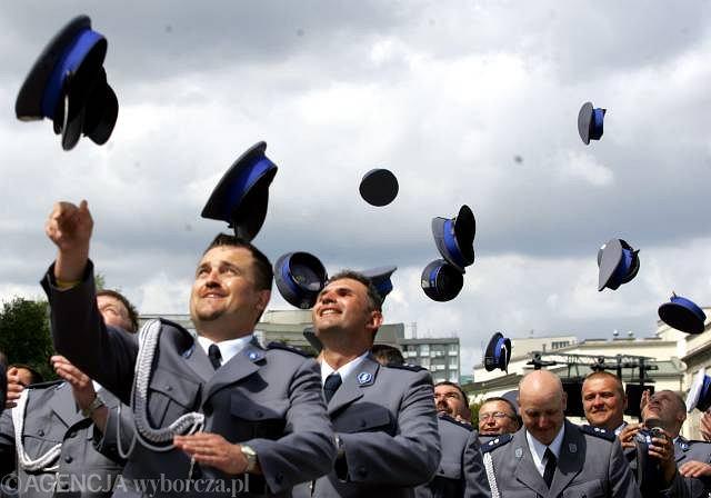 Warszawa, lipiec 2009. Nadanie nominacji oficerskich kadetom szkoły policyjnej w Szczytnie